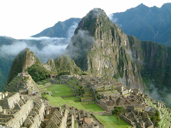 1024px-Peru_Machu_Picchu_Sunrise_2