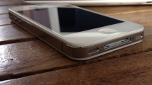 Apple_iPhone_4s_White_30-pin_Dock